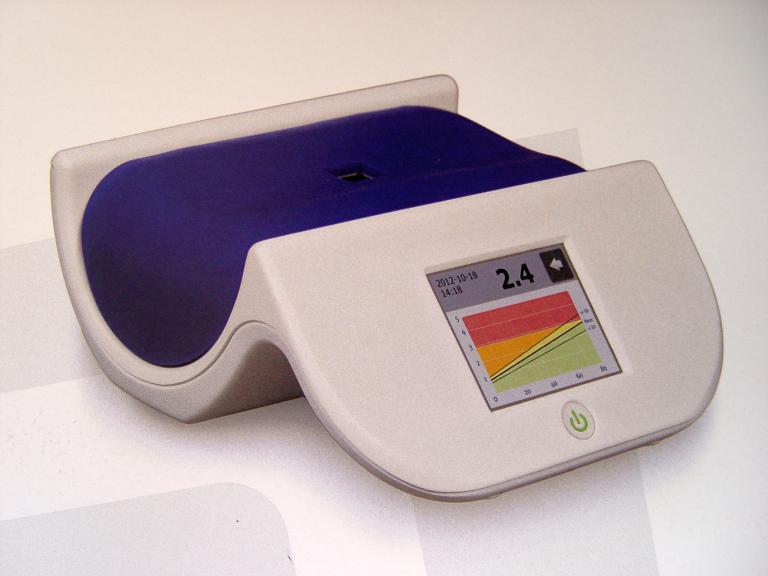 Dispozitivul Age Reader Mu este un aparat  de ultima generatie , care permite calcularea riscului cardiac pe baza cantitatilor de produsi terminali de glicilizare prezenti in organism